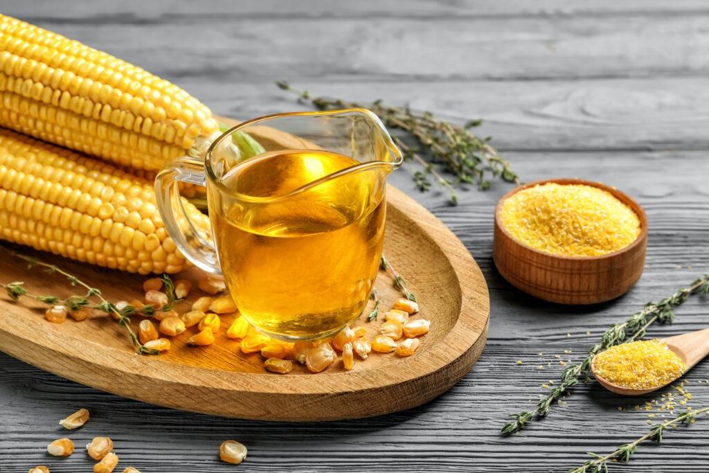 Una cucharada de aceite de maíz contiene 7,280 mg de ácidos grasos omega-6; la soja 6,949 mg