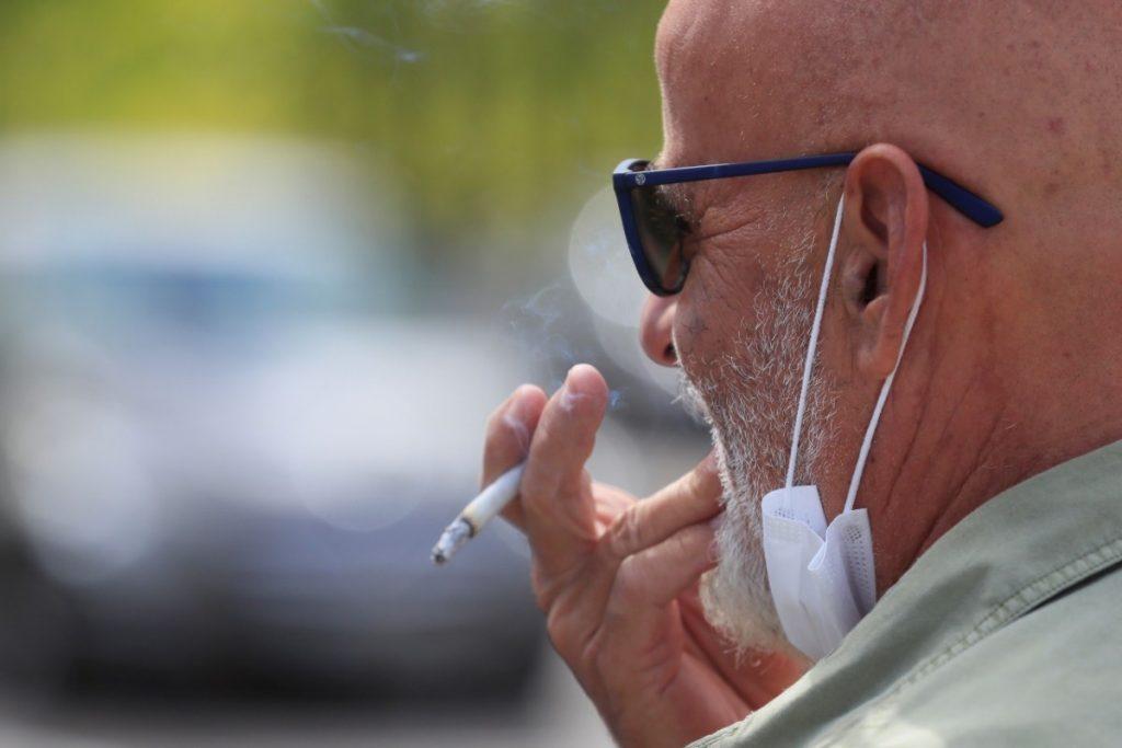 Bueno, quizás los fumadores, pero al menos se trata de una decisión voluntaria